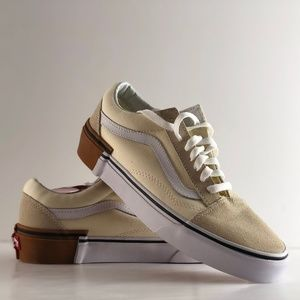 e6cceb1069 Vans Shoes - NWT Vans Old Skool Gum Block Classic White